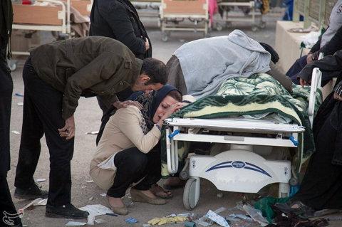 Zemětřesení v Íránu a Iráku si vyžádalo nejméně 328 obětí, zraněno je přes 2 500 lidí