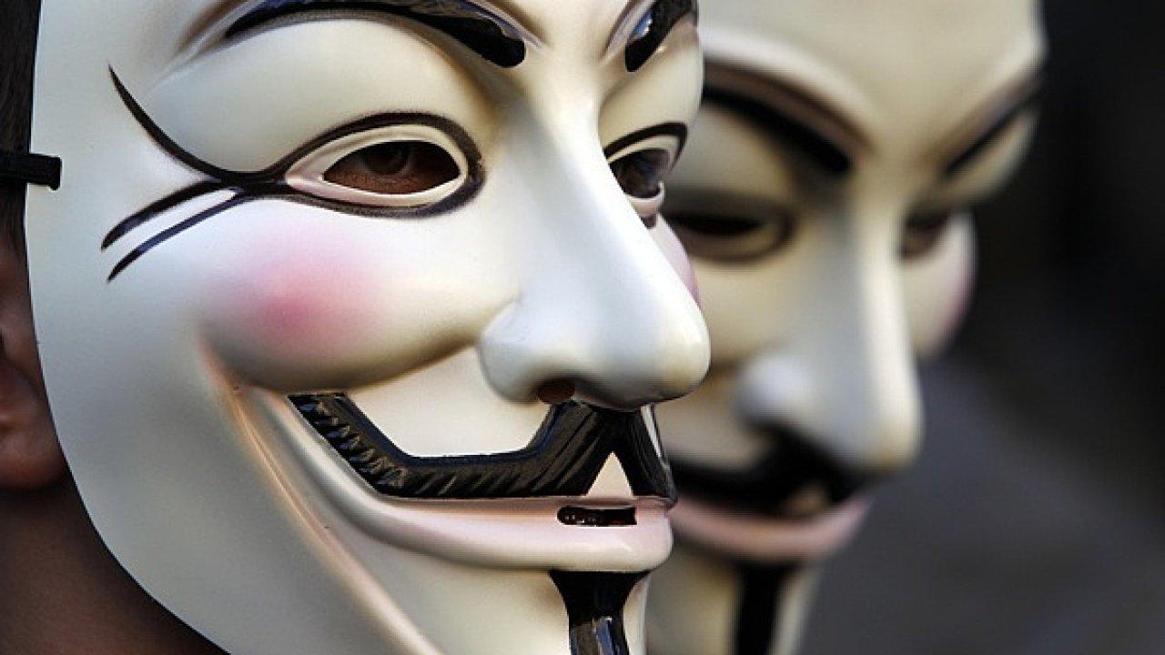 Jak zranitelné je Česko v očích hackerů? A kdo by nás měl v případě napadení bránit?