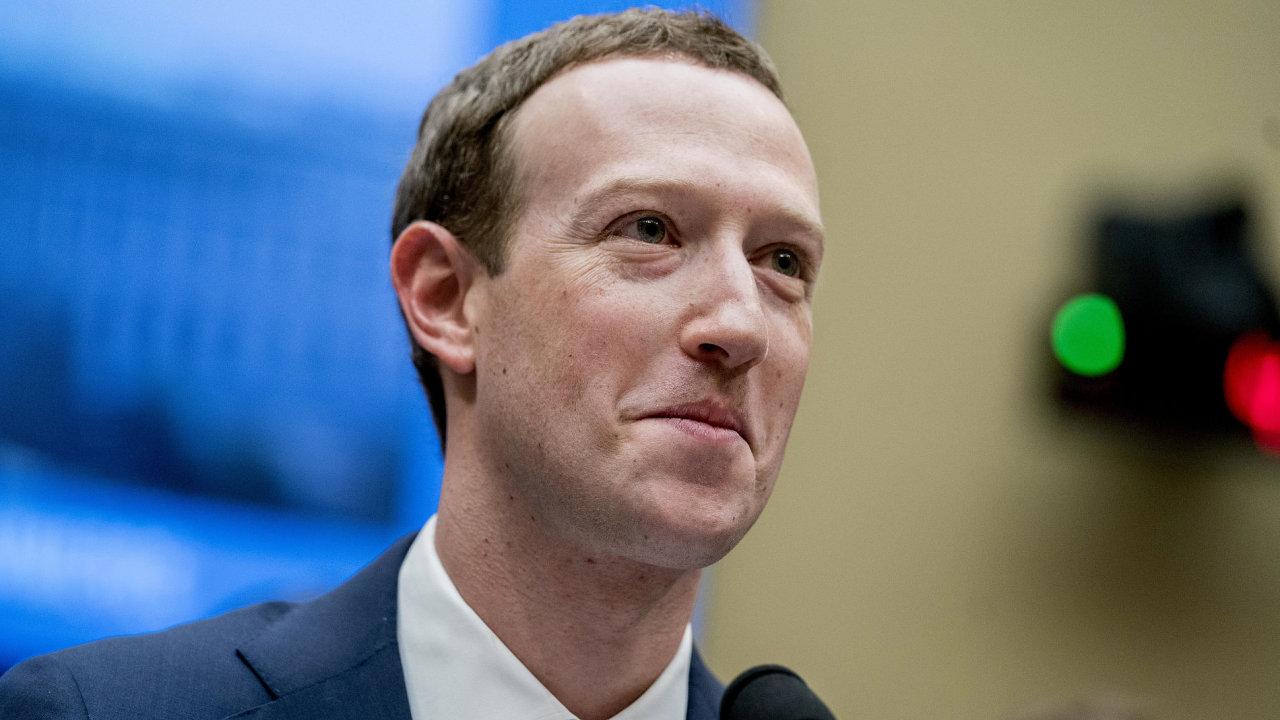 Mark Zuckerberg při slyšení v americkém Kongresu.