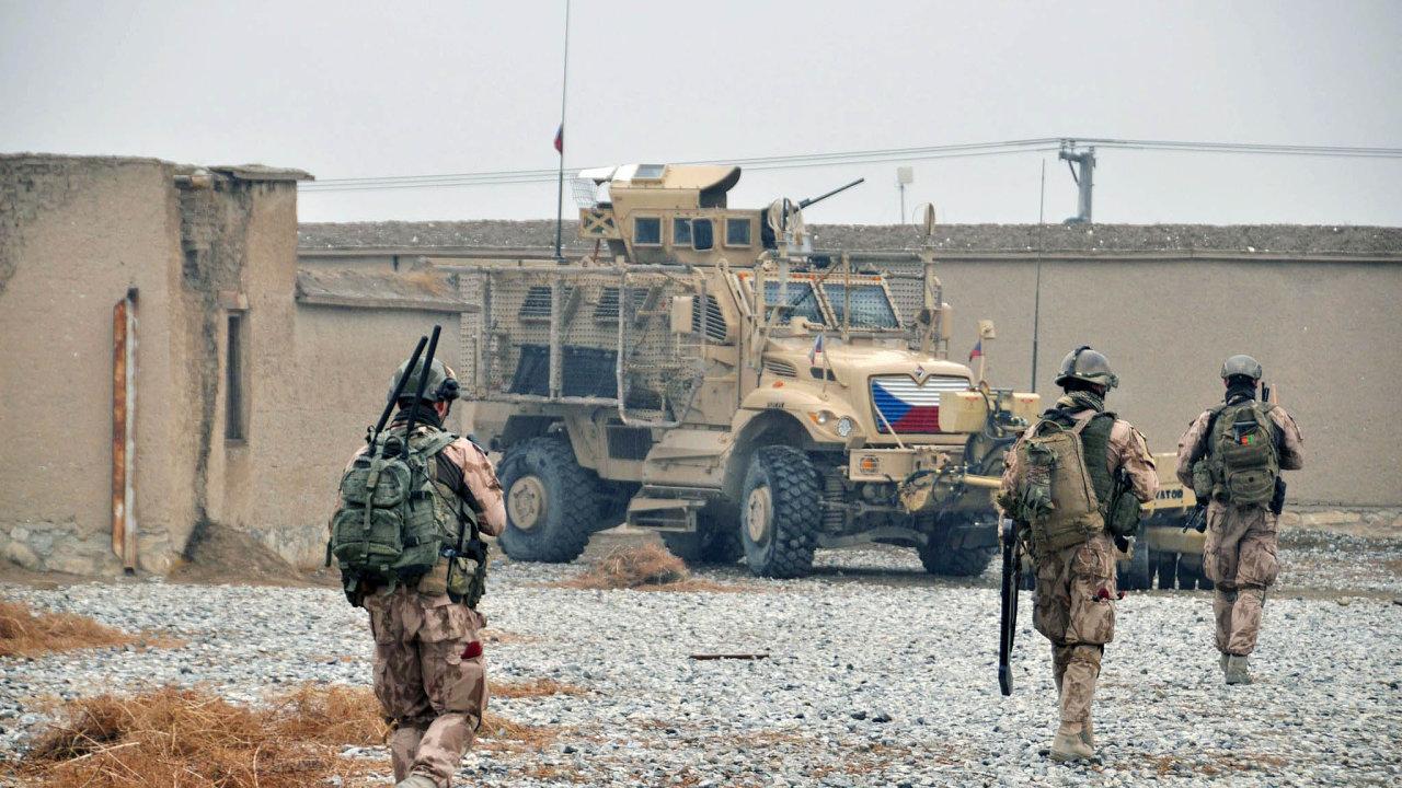 Spojenečtí vojáci nejezdili na hlídky mimo afghánskou základnu Bagrám od sebevražedného útoku z počátku srpna, při kterém zahynuli tři čeští vojáci.