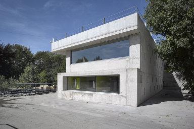 Vítězem ceny za architekturu se stal evropský unikát z lehkého betonu. Budova s metr tlustými zdmi bude sloužit jako administrativní prostor