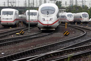 V celém Německu se v pondělí ráno zastavila dálková železniční doprava.