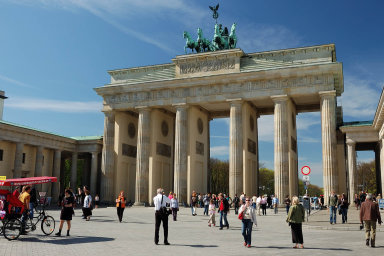 Výhled pro německou ekonomiku zůstává negativní kvůli obchodním sporům a nejistotě související s odchodem Británie z Evropské unie.