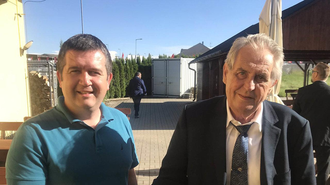 Prezident Miloš Zeman a předseda ČSSD Jan Hamáček jednali ve čtvrtek v penzionu Na Louce v Novém Veselí na Žďársku. Situace kolem ministra kultury se ale na schůzce ještě více zamotala.