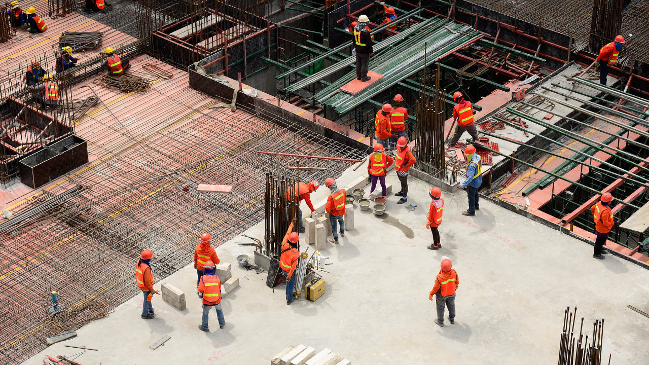Berní úřady acelníci se více zaměřují napracovníky ilegálně pracující v Česku.