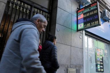Akcie letí dolů. Argentinská burza zažila propad, jaký takřka nemá ve světě obdoby.