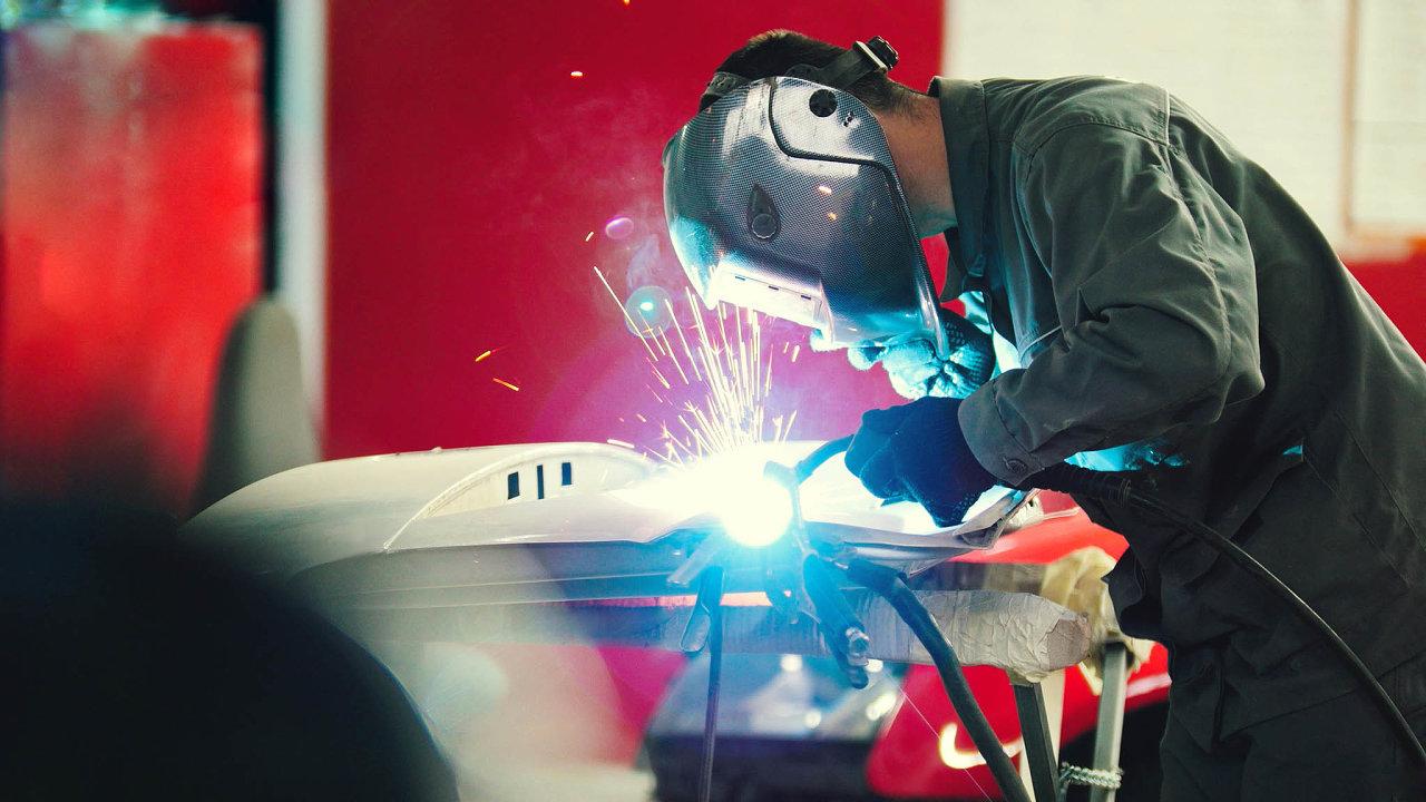 Pomalejší růst mezd v automobilovém průmyslu kvůli zpomalování ekonomiky potvrzuje i Markéta Bakanová z firmy Witte Nejdek, která se zabývá výrobou komponent pro automobilový průmysl.