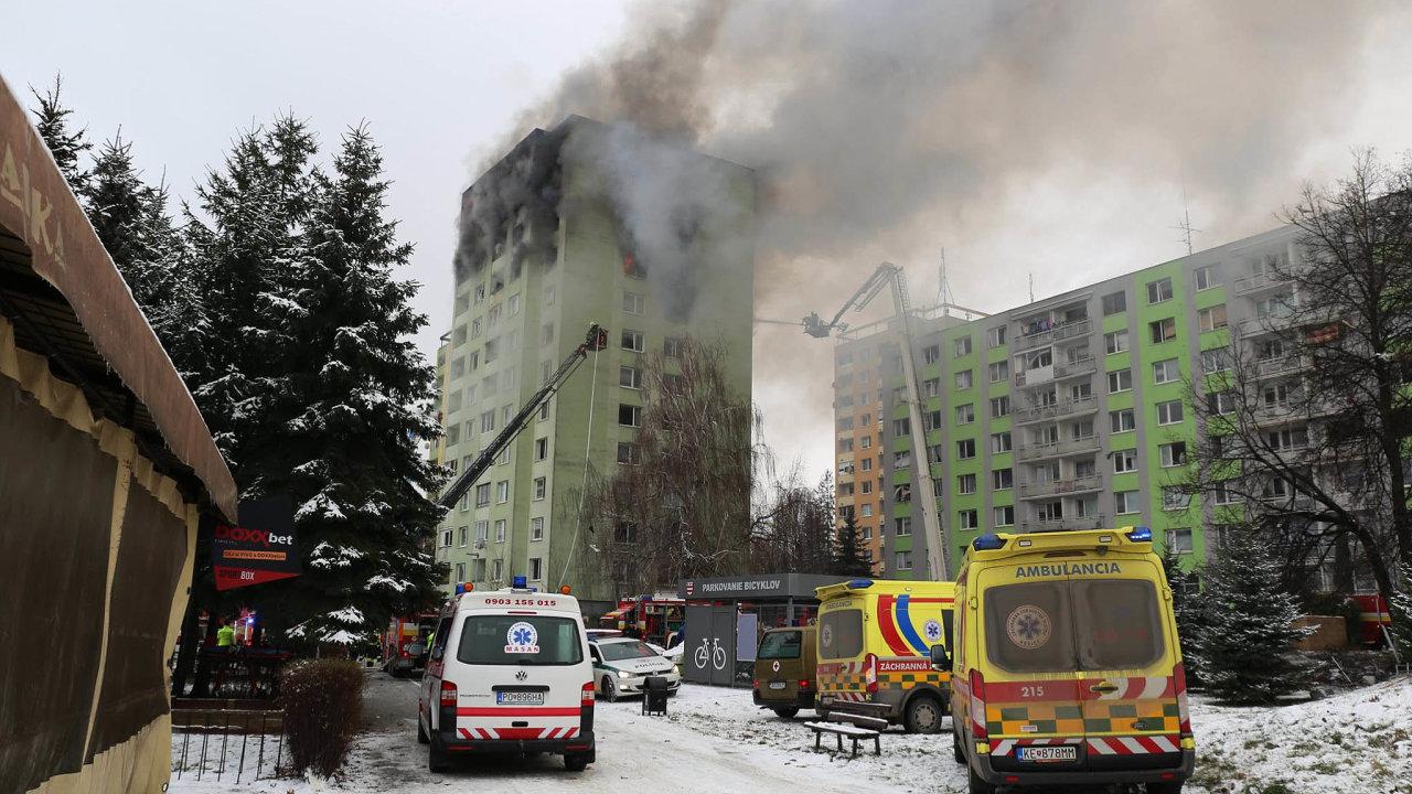 Slovenská vláda naodstraňování následků tragédie anapomoc postiženým rodinám už slíbila vyčlenit jeden milion eur, vpřepočtu 25,5 milionu korun.