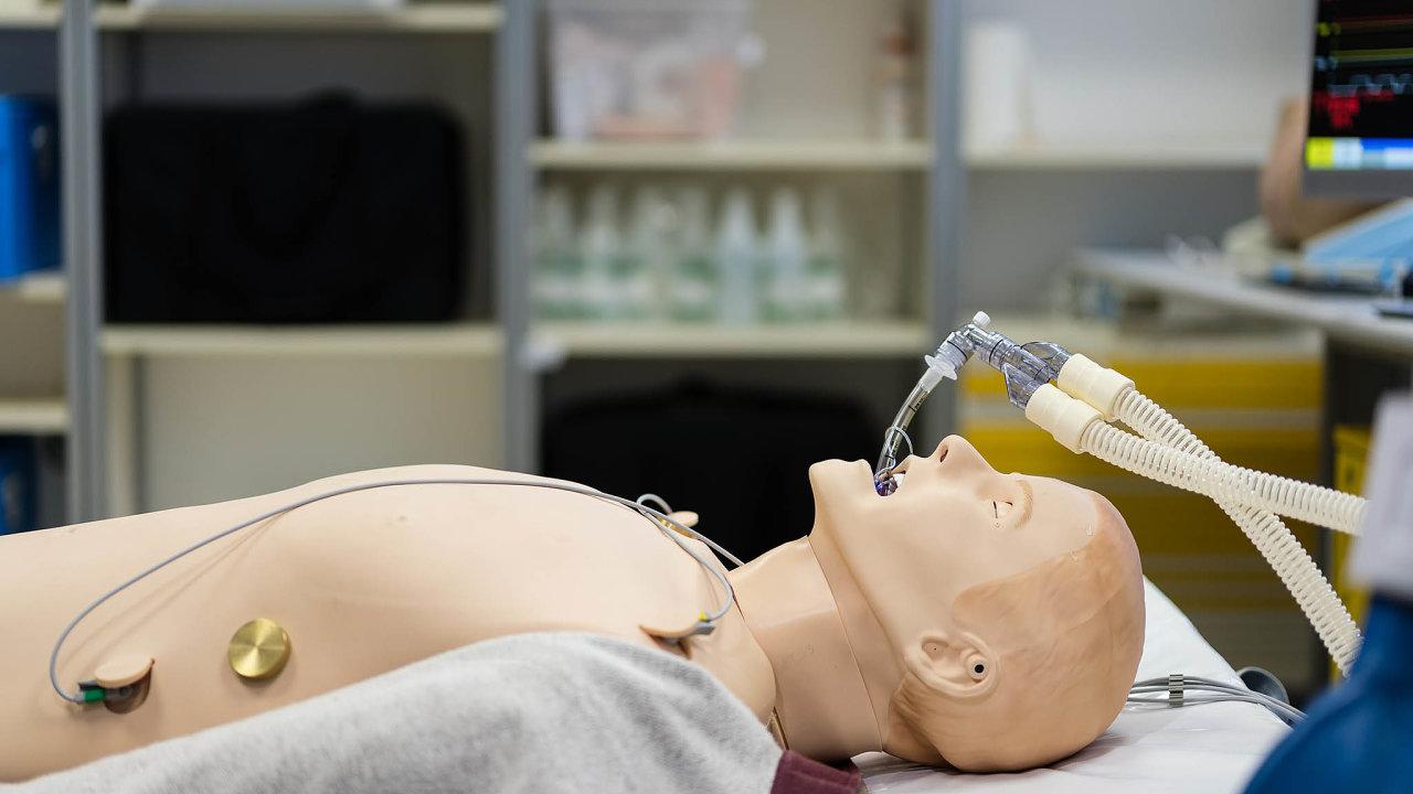 Ve cvičné nemocnici Masarykovy univerzity v Brně budou pro studenty například simulace pitvy, porodu, laparoskopické operace či zubního ošetření.