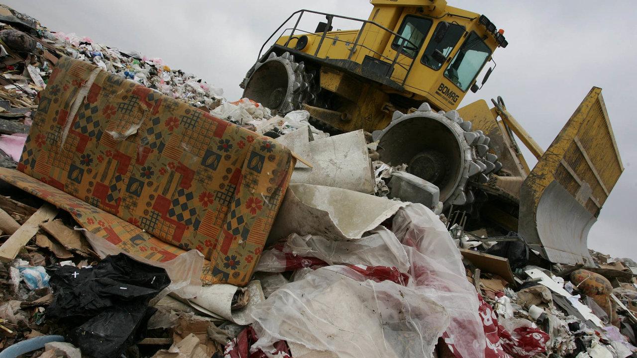 Mezi městy a odpadovou firmou AVE se rozhořel spor o poplatky za skládkování odpadu (ilustrační snímek).