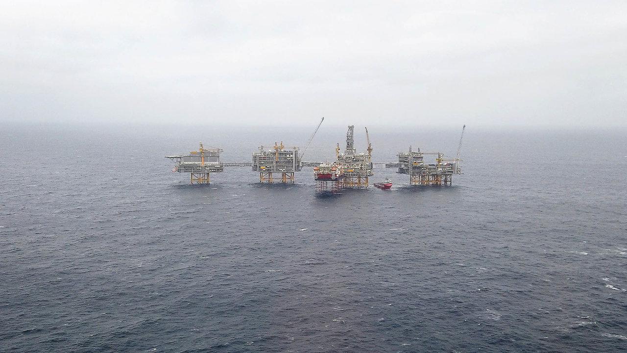 Oproti americké lehké ropě se ropa vSeverním moři snadněji z plošin přečerpává natankery, což výrazně snižuje náklady.