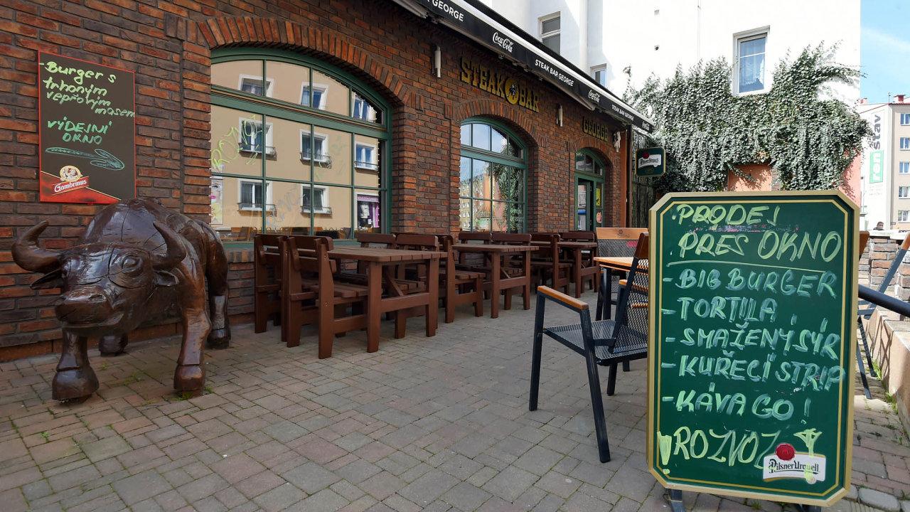 Čeští podnikatelé narážejí přižádostech o pomoc stále na velkou míru byrokracie.