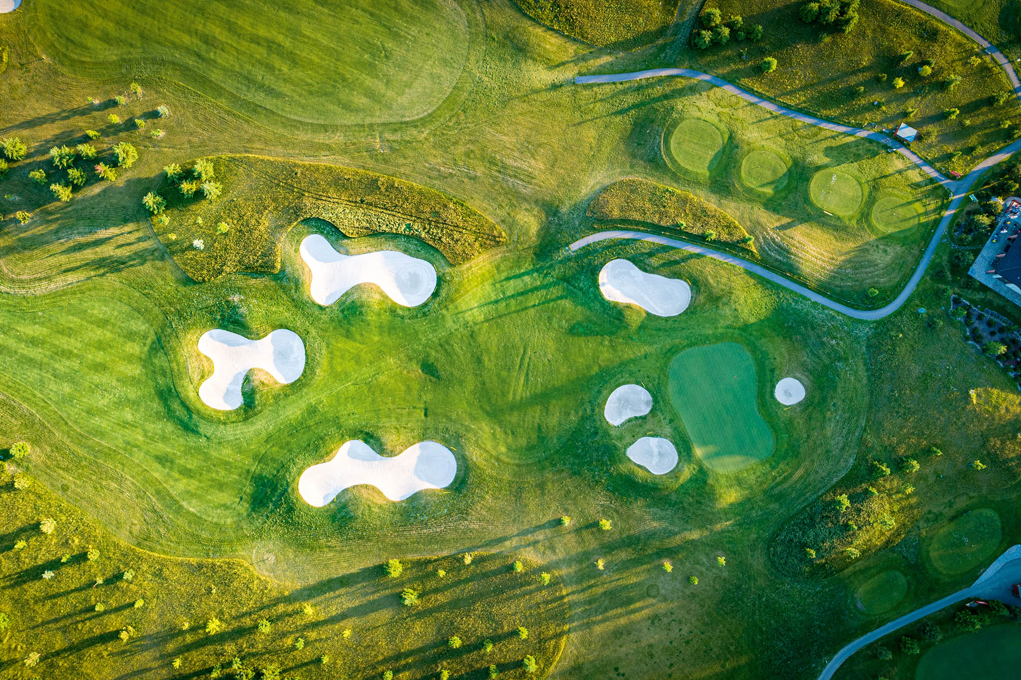 Loreta Golf Club Pyšely: 18 jamek, par 72, délka 5991 m, architekt Keith Preston