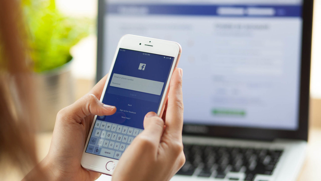 Facebook odškodní své moderátory za psychickou újmu.