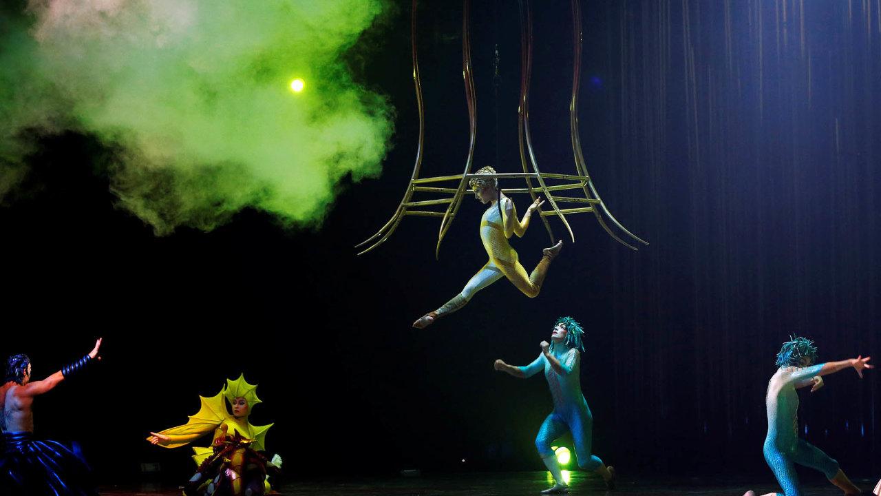 Akrobati bez práce. Slavný nový cirkus Cirque de Soleil masově propouštěl, organizace se ocitla na pokraji krachu a bez subvencí nepřežije.
