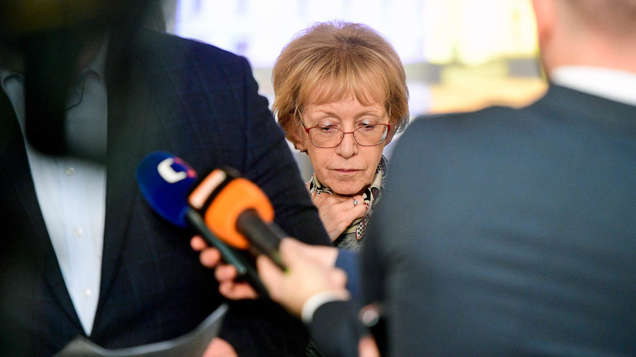 Obvinění se rychleji domohou svých nároků, neboť orgány činné vtrestním řízení budou schopny věc vyřídit operativněji než ministerstvo, tvrdí Helena Válková za ANO.