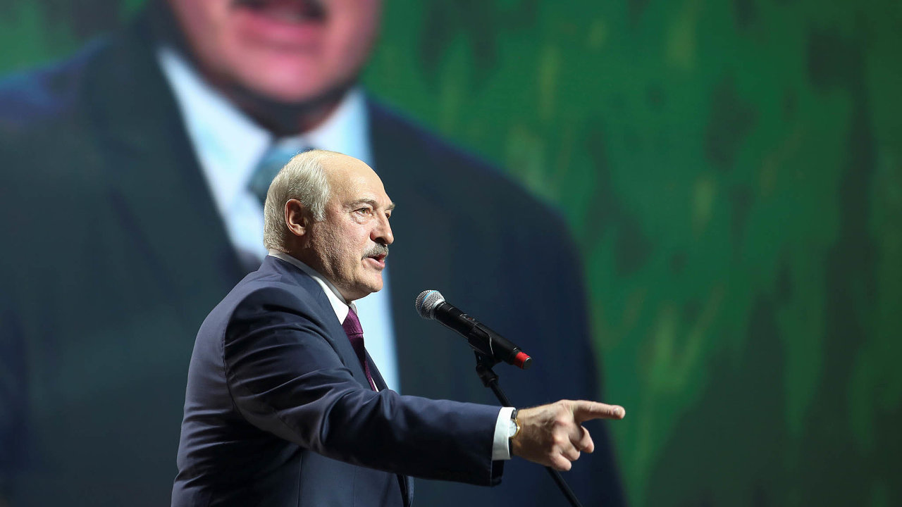 Lukašenko zahájil jednání sopozicí. Vevazební věznici KGB.