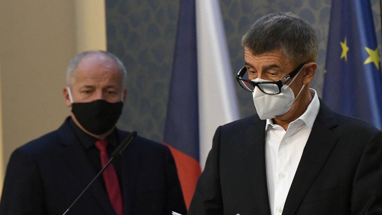 Ministr zdravotnictví Roman Prymula a premiér Andrej Babiš do noci ladili podobu dalších opatření proti šíření koronaviru.