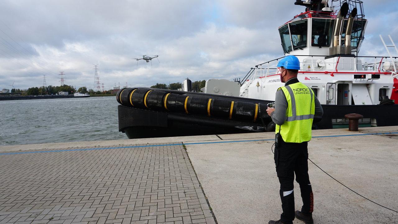 Používání dronů v přístavu Antverpy.