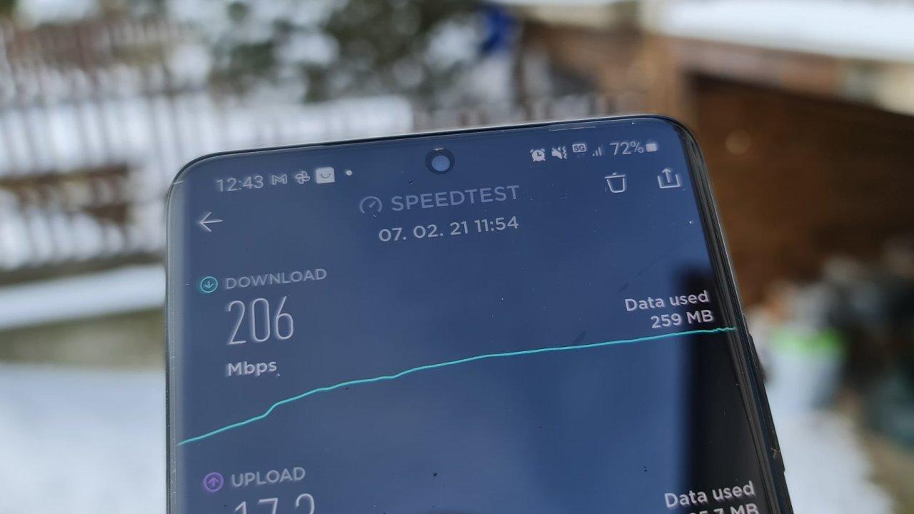 Test rychlosti stahování v reálné 5G síti nepřinesl rekordy, ale výrazné zrychlení proti LTE na stejném místě ano