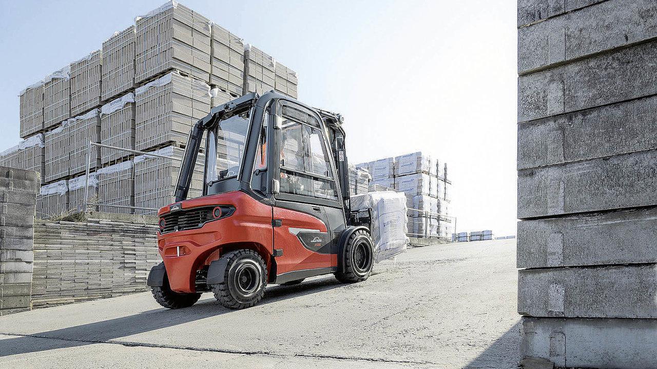 Nové elektrické vozíky Linde X20–X35 zvládají velká stoupání isnákladem.