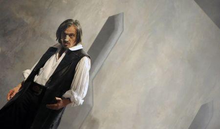 Martin Stropnický v nové inscenaci Cyrana