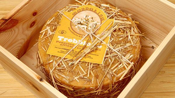 Trebbione, sýr zrající na slámě v dárkové kazetě.