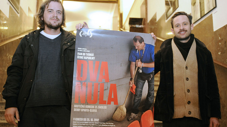 Tvůrci filmu Dva nula, Tomáš Bojar (vlevo) a Pavel Abrahám