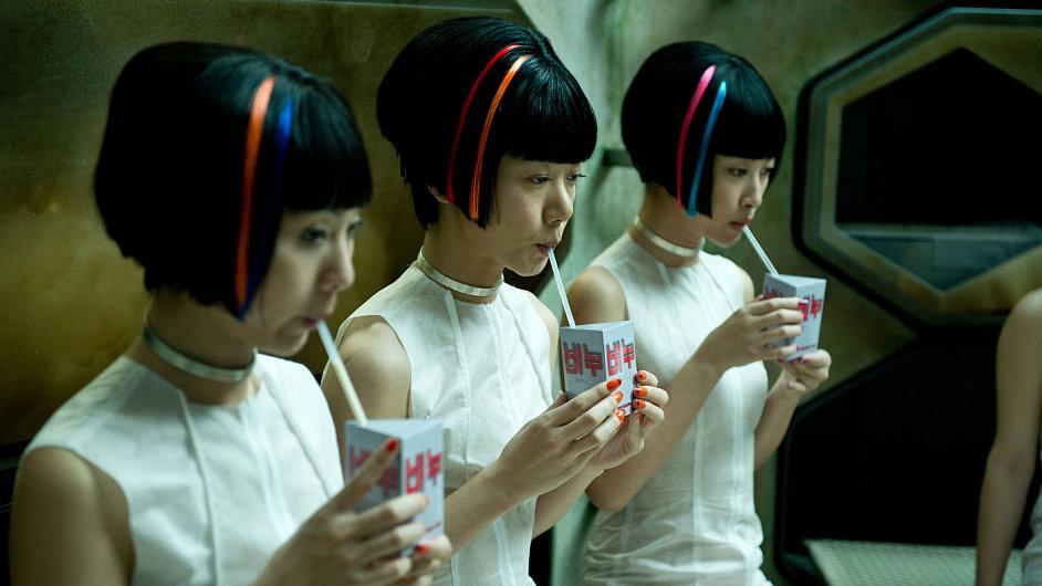S Atlasem mraků se diváci vydají například do Soulu v daleké budoucnosti