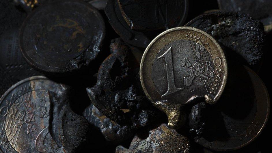 Ilustrační foto - Peníze, mince eura zatavené ve strusce