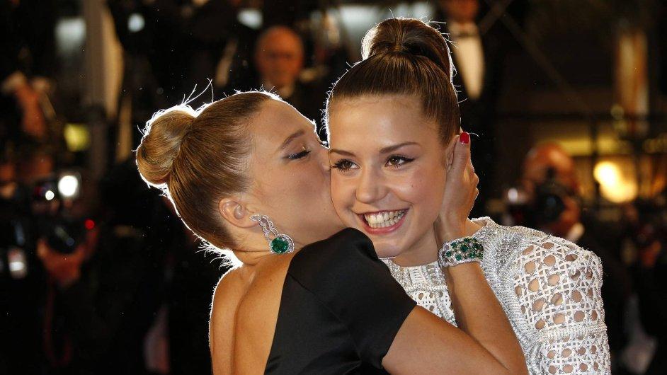 Film s herečkami Adéle Exarchopoulos a Léy Seydoux získal hlavní cenu na festivalu v Cannes.