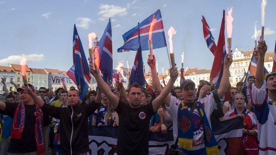 Protestující fanoušci v Českých Budějovicích
