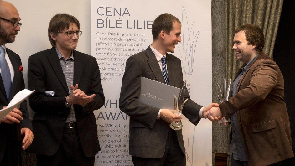 Jan Čižinský a Martin Marek převzali cenu Bílé lilie za rok 2013.