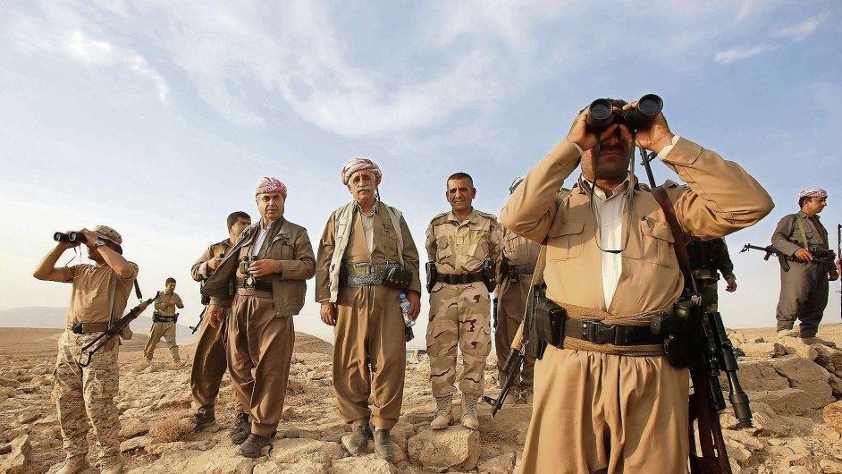 Kurdové bojující proti Islámskému státu.