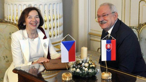 Velvyslanci mohou nově dokončit svůj mandát i v případě, že jsou starší 70 let. Na snímku vlevo velvyslankyně Livie Klausová - Ilustrační foto.