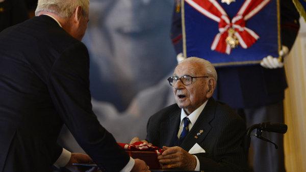 Prezident Miloš Zeman udělil Řád bílého lva, nejvyšší státní vyznamenání, zachránci stovek židovských dětí, siru Nicholasi Wintonovi.