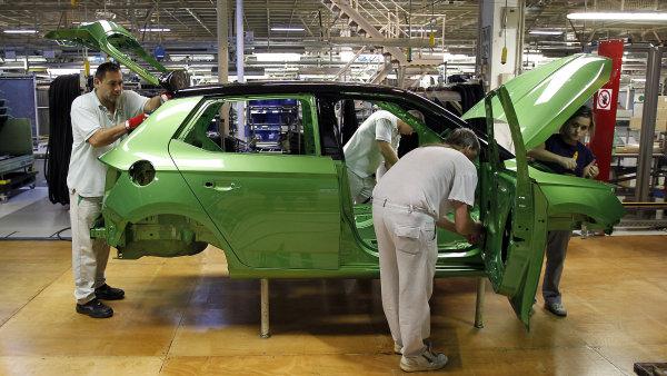 zaměstnanci automobilky (ilustrační foto)