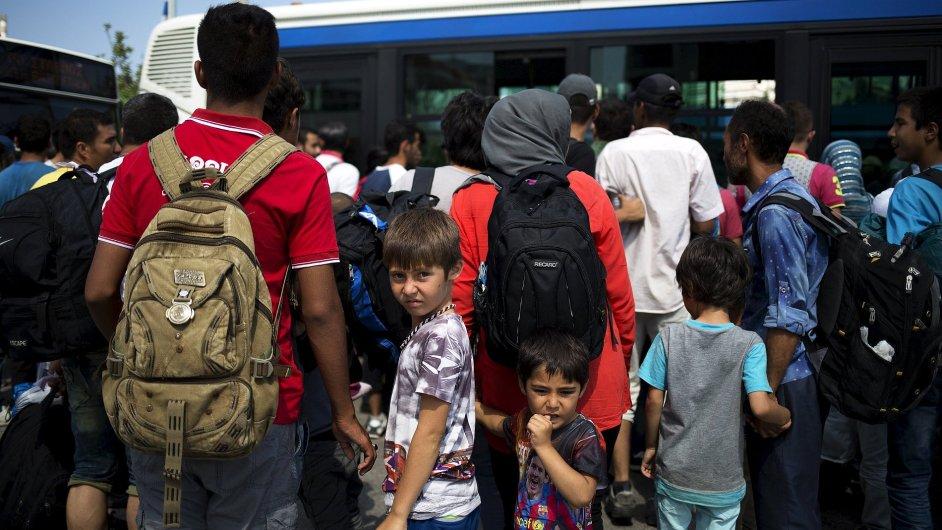 Německo nebude syrské uprchlíky vracet do zemí, ze kterých vstoupili do EU. Na snímku jsou syrští uprchlíci v Řecku.