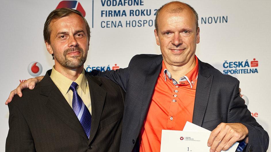 Živnostník roku Pardubického kraje 2015, Jiří Paseka (vlevo) a zástupce společnosti Forez Serge Faltus (vpravo), vítěz Firmy roku Pardubického kraje 2015.