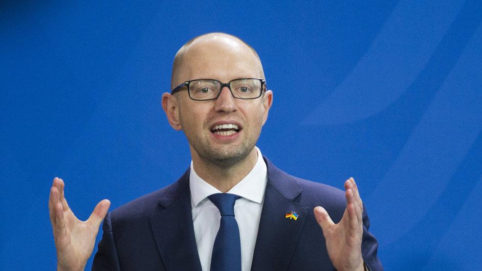 Ukrajinský premiér Arsenij Jaceňuk vystoupil na konferenci v Berlíně.