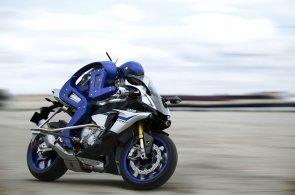 Yamaha postavila robota schopného řídit motorku. Chce porazit Rossiho