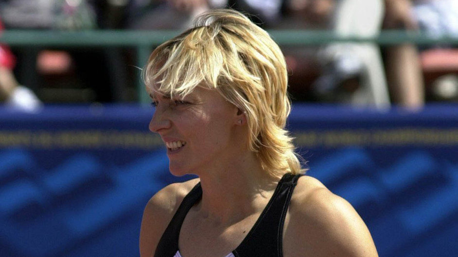 Heike Drechslerová byla jedním zesymbolů výchovy atletů vbývalé NDR. Nebyla pozitivně testována, ale připouští, že zakázané látky jí mohly být podávány bez jejího vědomí.