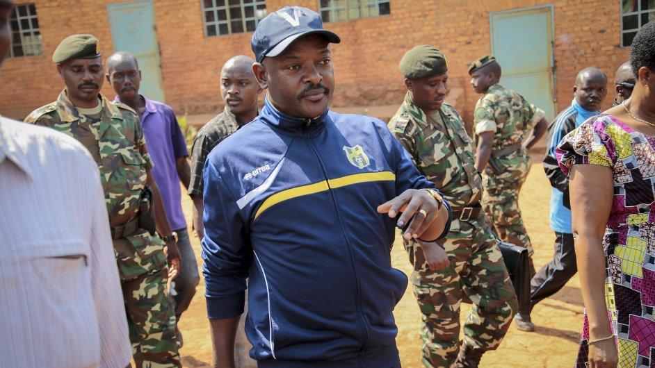Pierre Nkurunziza se stal potřetí prezidentem afrického státu Burundi.