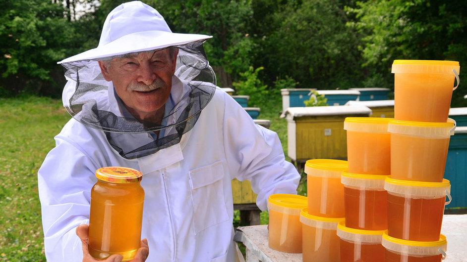 Tradiční svaz končí. Vznikají nové včelařské spolky.