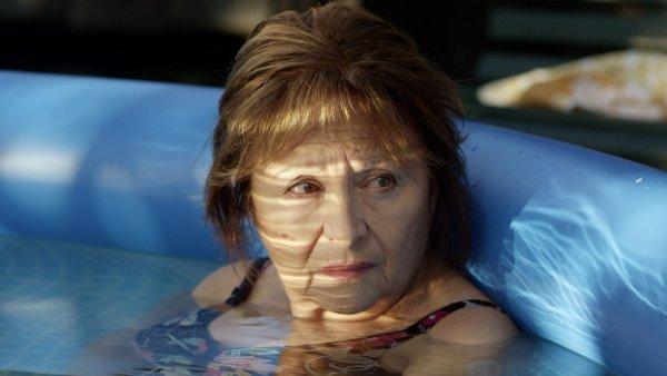 Hlavní roli ve filmu Eva Nová ztvárnila Emília Vášáryová.