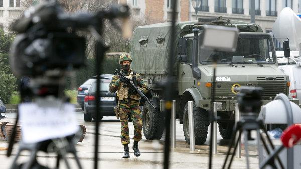 Po úterních teroristických útocích v Bruselu nasadilo město do ulic posily.