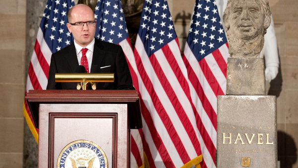 Premi�r v�kongresu:�P�ed rokem a p�l odhalil Bohuslav Sobotka v�budov� americk�ho kongresu bustu V�clava Havla.