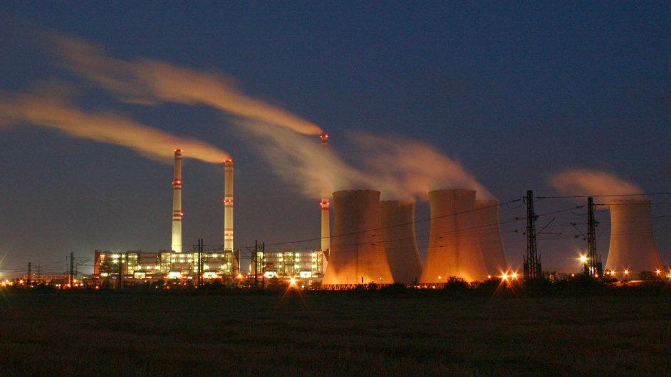 Méně škodlivých zplodin: GE se vČesku podílí na projektech vedoucích ke snižování emisí, jako velektrárně Počerady (nasnímku).