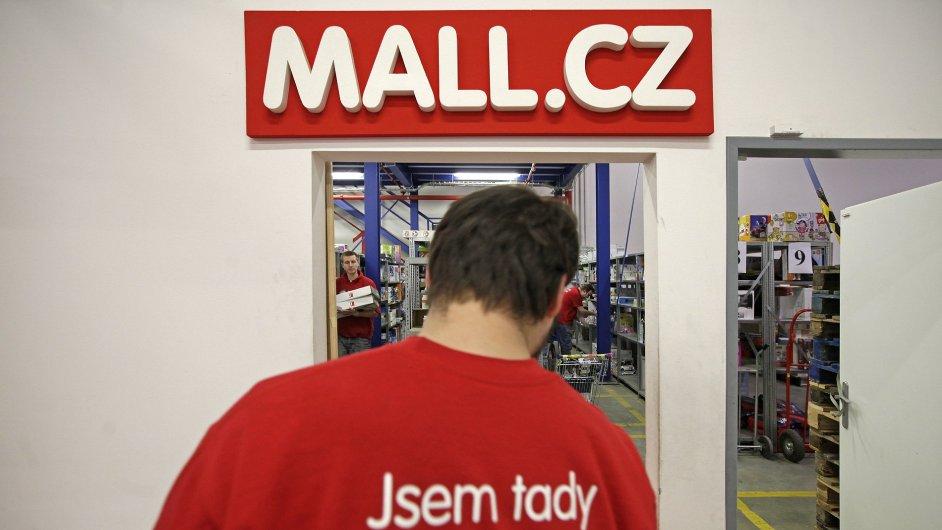 Distribuční centrum internetového obchodu Mall.cz.