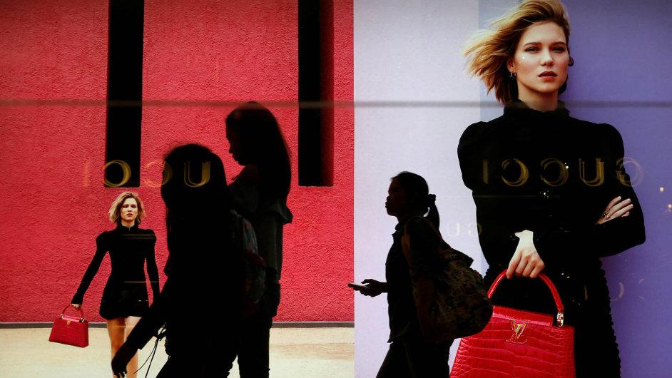 Zatímco ikonickou kabelku Louis Vuitton Speedy 30 koupíte v Londýně v přepočtu za 713 eur, v Brazílii zaplatíte o 67 procent více.